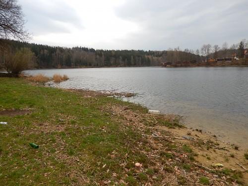 Zanieczyszczone Jezioro Złotnickie