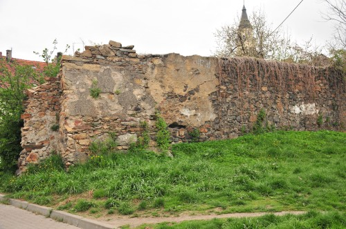 Środki na odbudowę muru obronnego zgromadzone