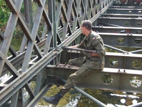 Żołnierze postawili most