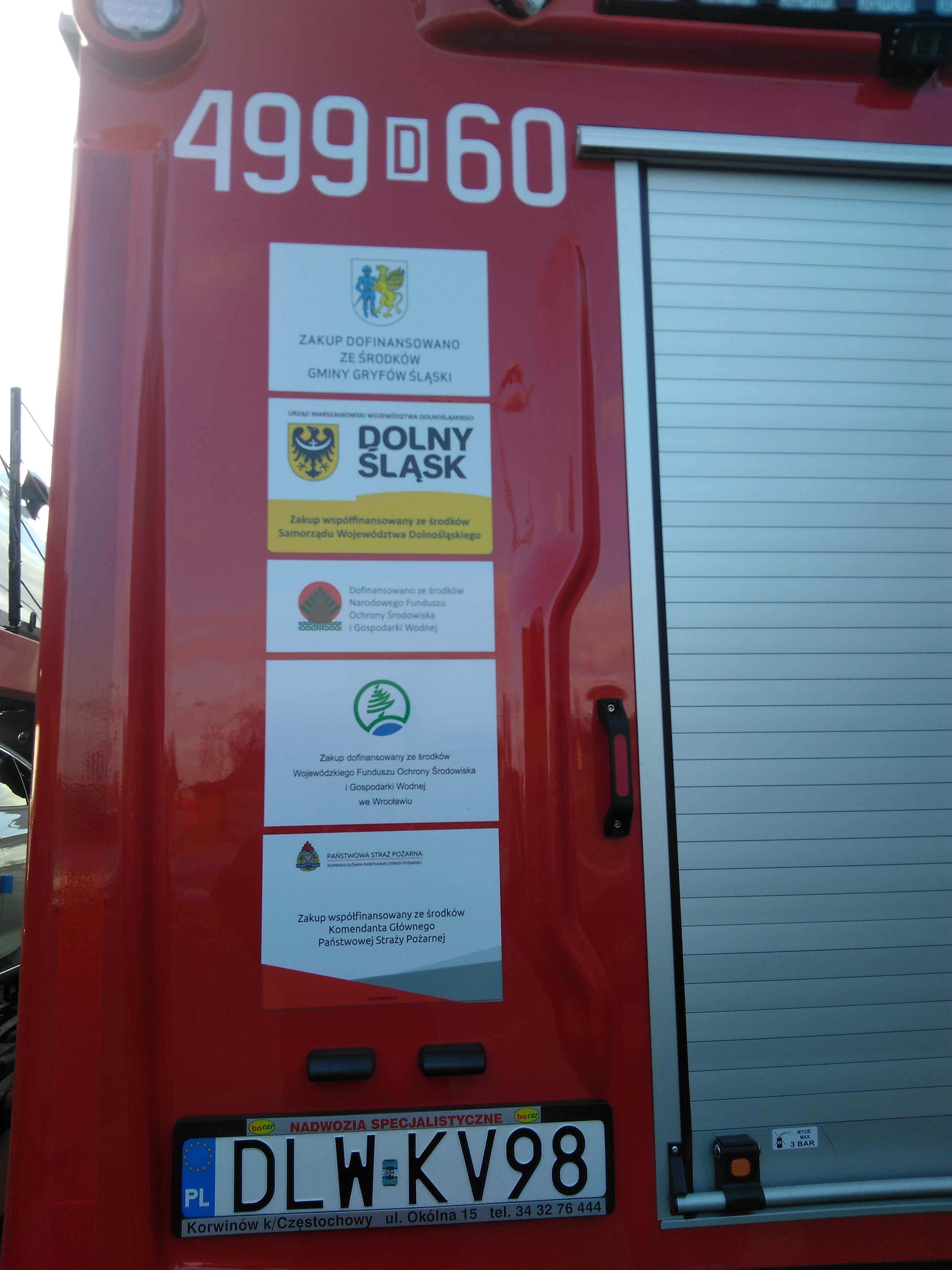 Uroczyste przekazanie samochodu pożarniczego dla gryfowskich strażaków.